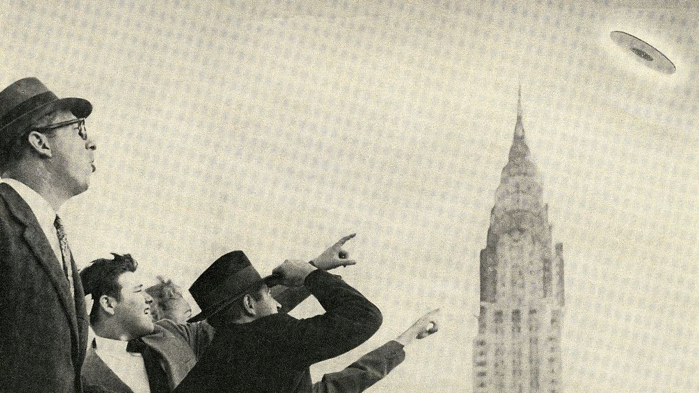 crowd points to a ufo flying over the chrysler building in news photo 1574372090.